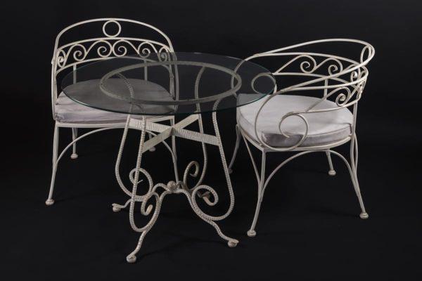 Кованый столик и стулья белые с патиной