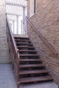 Лестница наружная с кованым ограждением