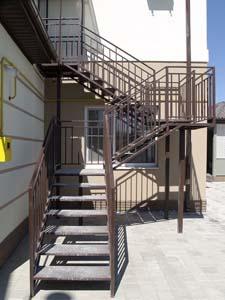 Лестница наружная с простым ограждением