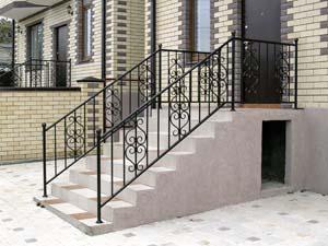 Стандартные уличные балконные и лестничные ограждения