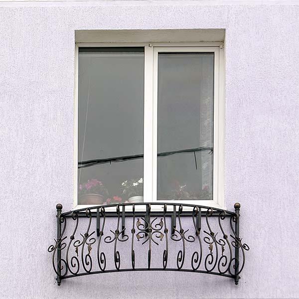Кованый балкончик для гостиницы