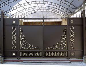 Стандартные откатные ворота с автоматикой, калитка и заборные секции